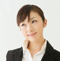 ホームページ初めて作るなら始めるWEB「Hajimeru」をお勧めする女性の写真